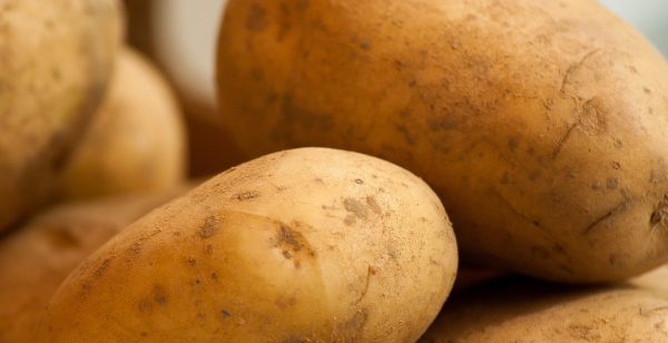 Kartoffeln für das Rezept Rosmarinkartoffeln,Maria Pliatsika, greek-cuisine.com
